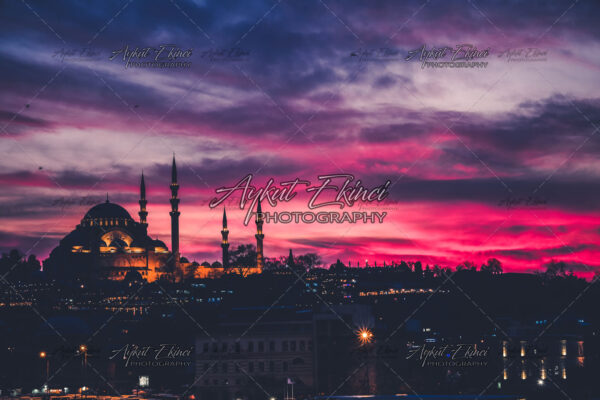 Suleymaniye Mosque (Süleymaniye-Camii)by sunset in Instabul, Turkey